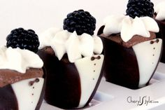 Chocolate mousse in edible tuxedo cups. Perfect for a wedding, Great Gatsby party or any fancy schmancy event. Easier than you think as you can purchase the tuxedo cups and then simply fill with your favourite mousse recipe. Chocolate Mousse Cups, Chocolate Desserts, Chocolate Party, Yummy Treats, Sweet Treats, Yummy Food, Fun Food, Beignets, Cupcakes