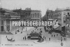 Place de la Comédie à Bordeaux en 1900. Le tramway côtoyait le cheval.