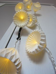 Origami Lampshade, Paper Lampshade, Diy Origami, Origami Decoration, Paper Decorations, Paper Oragami, Origami Lights, Paper Suppliers, Light Chain