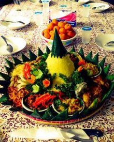 Madriga Catering 08119888854: Pesan Nasi Tumpeng Di bekasi