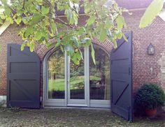 Garage Doors, Sweet Home, Farmhouse, Outdoor Decor, Plants, Ramen, Home Decor, Ideas, Desk