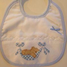 Bavaglino neonato Cross Stitch For Kids, Cross Stitch Borders, Cross Stitch Baby, Cross Stitch Designs, Cross Stitching, Cross Stitch Embroidery, Cross Stitch Patterns, Bib Pattern, Christmas Cross