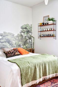 4 syytä, miksi sinunkin makuuhuoneesi tarvitsee sängynpäädyn - Deko Gallery Wall, Tapestry, Bathroom, Furniture, Home Decor, Deco, Hanging Tapestry, Washroom, Tapestries