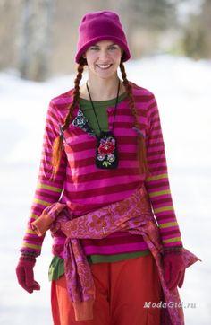 Скандинавское бохо марка Gudrun&Gudrun, дизайнер Gudrun Sjoden. Форвард этнической скандинавской одежды, яркая птица среди серо-черного скандинавского минимализма. Необычное проявление скандинавского стиля в одежде.