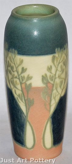 Rookwood Pottery 1907 Vellum Vase (Shape from Just Art Pottery Weller Pottery, Rookwood Pottery, Roseville Pottery, Cincinnati Art, Vase Shapes, Pottery Making, Arts And Crafts Movement, Selling Art, Pottery Art