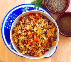 Kasza bulgur z zieloną soczewicą – Bullio Fried Rice, Tofu, Healthy Recipes, Healthy Foods, Fries, Health Fitness, Curry, Cooking, Ethnic Recipes