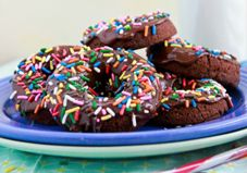 Vegan Chocolate-Chocolate Donuts, because sometimes life is just better with sprinkles! Bring a few to your next meeting. Drop a package on your neighbor's doorstep. Pour a cup of coffee and enjoy a few with a friend over a long, cozy chat. Vegan Sweets, Healthy Desserts, Just Desserts, Delicious Desserts, Dessert Recipes, Yummy Food, Vegan Food, Healthy Recipes, Avocado Recipes