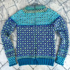 Ravelry is a community site, an organizational tool, and a yarn & pattern database for knitters and crocheters. Knitting Patterns, Knitting Ideas, Ravelry, Men Sweater, Pullover, Sewing, Crochet, Sweaters, Shirts
