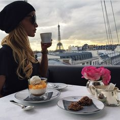 / coffee in Paris /