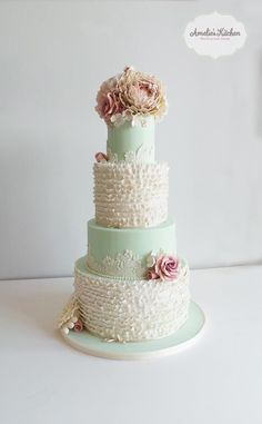 Featured Wedding Cake: Amelie's Kitchen; Outstanding Daily Wedding Cake Inspiration. To see more: http://www.modwedding.com/2014/07/07/daily-wedding-cake-inspiration-3/ #wedding #weddings #wedding_cake Featured Wedding Cake: Amelie's Kitchen