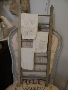 Di over at Cottage Wishes had this ladder used for hanging dish towels or it may be hand towels.  Whatever.........I love it.
