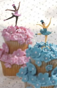 Reminds me of the music jewelry boxes. Cute idea for a childs birthday party. Ballerina Cupcakes, Ballerina Party, Angelina Ballerina, Cute Cupcakes, Cupcake Cookies, Cupcake Toppers, Birthday Parties, Birthday Cakes, Birthday Ideas
