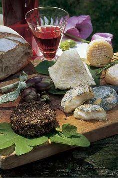Französischer Käse, Glas Rotwein