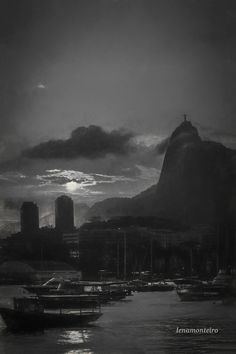 Sunset in black and white. South America, Monument Valley, Brazil, New York Skyline, Black And White, Sunset, Rio De Janeiro, Black White, Blanco Y Negro