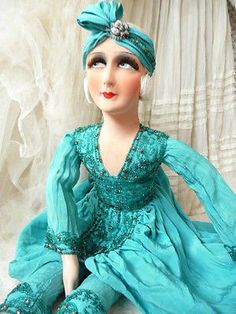 ANTIQUE-FRENCH-BOUDOIR-DOLL-PARIS-FLAPPER-EMBROIDERED-C-1920-SILK-FASHION-DOLL