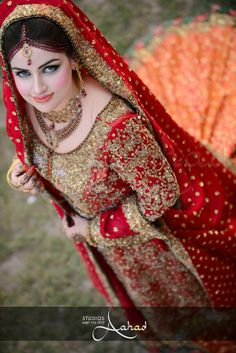 Pakistani bride in gorgeous dress and makeup Pakistani Wedding Outfits, Pakistani Wedding Dresses, Wedding Attire, Wedding Wear, Desi Bride, Desi Wedding, Pakistan Bride, Punjabi Bride, Bridal Photoshoot