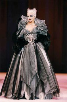 Couture Fashion, Runway Fashion, High Fashion, Fashion Show, Fashion Outfits, Thierry Mugler, What Is Fashion, Fashion Looks, Costumes Couture