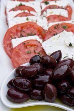 Jitomates, queso se cabrá, aceitunas y aceite de oliva