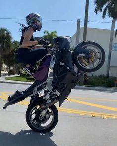 Skull Motorcycle Helmet, Skull Helmet, Yamaha 125, Helmet Accessories, Custom Airbrushing, Insta Snap, Cool Motorcycles, Super Sport, Sport Girl