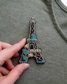 Нежный и романтичный Париж Моя новинка:) брошь Эйфелева башня:) Сделана на заказ, но можно повторить(например с розовыми цветами:) Ох и…