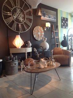 le magnifique horloge http://www.caroetcie.com/la-maison-de-caro/540-horloge-en-aluminium-ddd-chez-kare.html