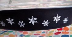 Pyrex charcoal snowflake 1961? Cat food holder