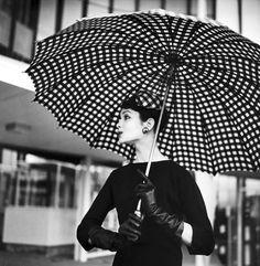 25 photos en noir et blanc qui prouvent que les femmes avaient la classe  dans les années 50 et 60 6e2df668c1b