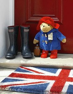 Could it be more British? Union Jack doormat, Paddington Bear and Hunter wellies Oso Paddington, Hunter Wellies, Hunter Boots, British Things, British Invasion, Thinking Day, Union Jack, British Isles, British Style