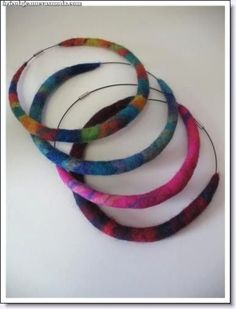 Just had a thought for a headpiece! Fiber Art Jewelry, Textile Jewelry, Fabric Jewelry, Jewelry Art, Felted Jewelry, Jewellery, Wet Felting, Needle Felting, Diy Leather Bracelet