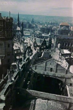 Dresden Altstadt (Historic Dresden) - View from the destroyed Dresden Cathedral overlooking the ruins of the Dresden Castle with the Hausmannsturm to the Postplatz (post office square) with the Sophienkirche (Saint Sophia's Church) (left). The photo was taken after 1946. On the right is the Staatsschauspiel Dresden (State Playhouse Dresden). Especially the Allied air raids between 13 and 14 February 1945 led to extensive destructions of the city. Photo: Deutsche Fotothek - NO WIRE SERVICE -