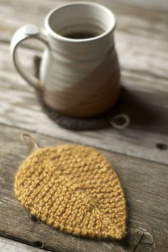 Knit these cute leaf coasters with Lion Brand Fishermen's Wool and size 7…