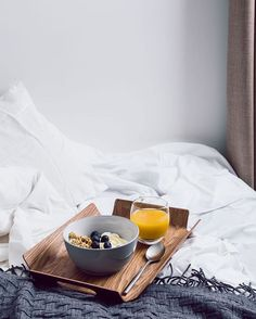 Ahhh. Breakfast in bed. What a way start a day of indoor living. #insploreclub