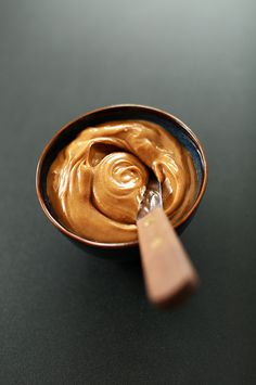 Vegan peanut butter mousse made with coconut milk, peanut butter, and a agave nectar! use as a fruit dip; or eat straight up as mousse! Peanut Butter Mouse, Peanut Butter Frosting, Healthy Peanut Butter, Healthy Food, Ripe Banana Recipe, Banana Recipes, Breakfast Dessert, Paleo Dessert, Vegan Sweets