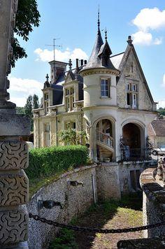 Heilles - Conciergerie du château ducal de Mouchy-le-Châtel.