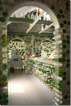 Houses built houses with glass bottles.  Welcome to vidriazo!
