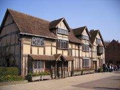 Shakespeare Hometown A local's guide to the 20 Top Attractions in London For Couples John Keats, William Shakespeare, Top Attractions In London, Halloween Uk, Shakespeare's Birthplace, Ghost Walk, Strange Events, Day Trips From London, Poet
