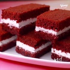 You draw my attention to chocolate! Credit: Yummy Source by Yummy Recipes, Homemade Cake Recipes, Sweet Recipes, Baking Recipes, Delicious Desserts, Snack Recipes, Yummy Food, Cake Recipes Eggless, Eggless Cake Recipe Video