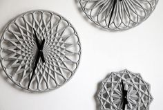 These are beautiful and unique clocks designed by LeeLABS called Para Clocks. These clocks made of concrete and designed using digital design methods of Unique Clocks, Cool Clocks, Concrete Design, Concrete Wall, Concrete Light, Printed Concrete, Radial Pattern, Spirograph, Parametric Design