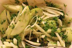 10 salater til juleand og flæskesteg | Tilbehør julemad >> Broccoli Pesto, Coleslaw, Salads, Favorite Recipes, Vegetables, Food, Coleslaw Salad, Essen, Vegetable Recipes