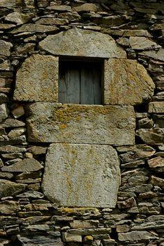 "Cezures, ventanu na braña. Asturias B ""Una tormenta de arena pasa, las estrellas permanecen"" P.Dorze"