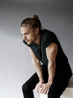 Man Crush Monday: Christopher Mason (The Blonde Salad) La Mode Masculine, Man Bun, Male Poses, Man Crush, Cute Guys, Gorgeous Men, Character Inspiration, How To Look Better, Handsome