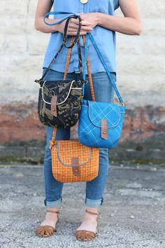 Quality Sewing Tutorials: Carkai Gatherer Crossbody Bag tutorial from Noodlehead Fabric Crossbody Bags, Fabric Bags, Leather Crossbody, Diy Sac Bandoulière, Diy Sac Pochette, Diy Bags Purses, Purse Patterns, Clutch, Free Sewing