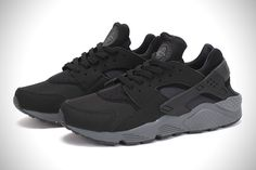 The Nike Air Huarache have long been one of our favorite trainers for the gym, and the Swoosh has been feeding us with a consistent pipeline of new colorwa