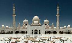 Mosquée aux Émirats arabes unis.. http://generationvoyage.fr/32-lieux-culte-spectaculaires-monde/