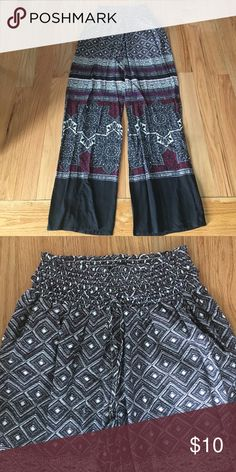 Loose Fit Pattern Harem Pants Loose Fit. Patterned. Has pockets!!! Elastic Waist. Harem Pants for Summer! Pants