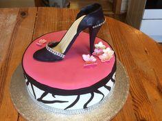 Bursdagskake til dame. Cake, Desserts, Food, Tailgate Desserts, Deserts, Food Cakes, Eten, Cakes, Postres