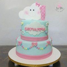 Bom dia com o fofurometro estourado diante desse bolo o primeiro aninho de vida da Giovanna foi regado de muuuuuuito amor, e na festa de aniversário dela tivemos uma chuva dele ❤❤ #festachuvadeamor #chuvadeamorparty #chuvadeamor #bolochuvadeamor #cakewmdocemania
