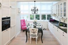 Piękna kuchnia: wnętrza w klasycznym stylu - Galeria - Dobrzemieszkaj.pl Kitchen Island, Kitchen Cabinets, Kitchen Styling, Classic Style, Kitchen Design, Interior Design, Home Decor, Design Ideas, Flat
