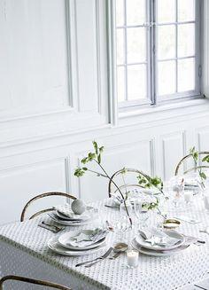 The romantic Marienlyst castle meets modern Danish design (Tine K Home). Easter Table Settings, Deco Table, Scandinavian Home, Modern Table, Simple House, Coups, Danish Modern, Danish Design, Furniture Decor