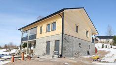 2016-04-01 - Energiatehokkaan talon voi rakentaa myös hirrestä – energian omatuotanto korvaa lisäeristyksen. Energiansäästö ja tiukentuvat rakennusmääräykset vaikeuttavat hirren käyttöä rakentamisessa.